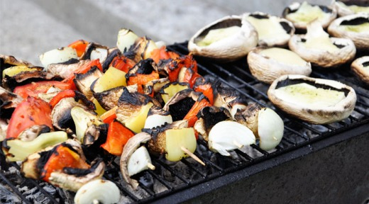 veggie-skewers-and-mushrooms-on-the-grill